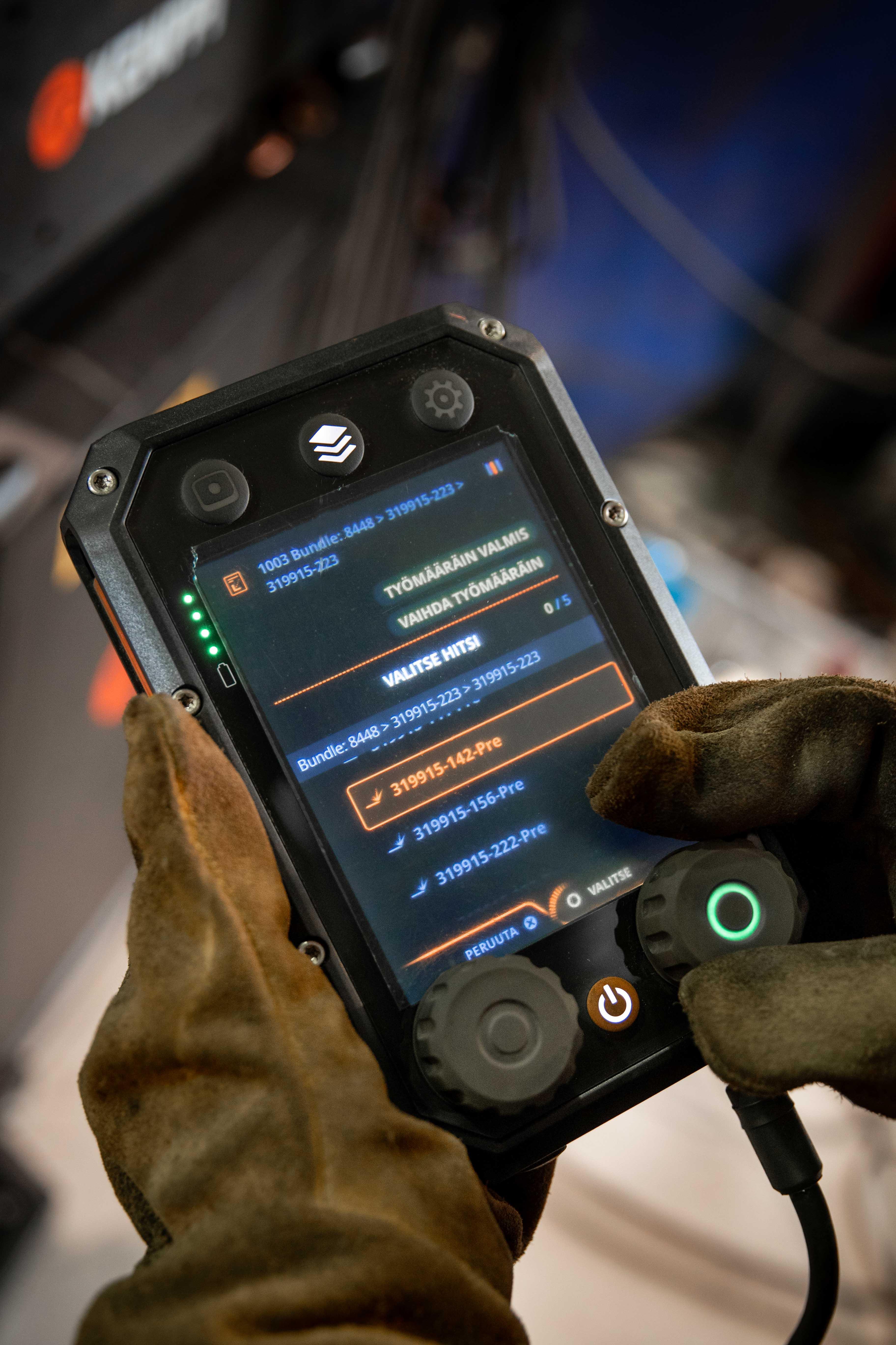 X8 MIG welder's native connectivity to WeldEye enables welders to receive and view digital work orders.